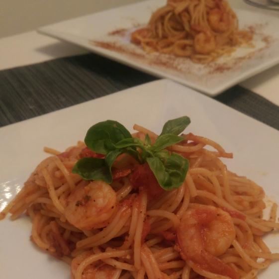 Spaghete cu creveţi şi sos de roșii