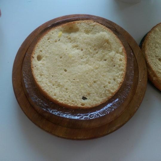 Tort cu cremă de mascarpone şi ananas