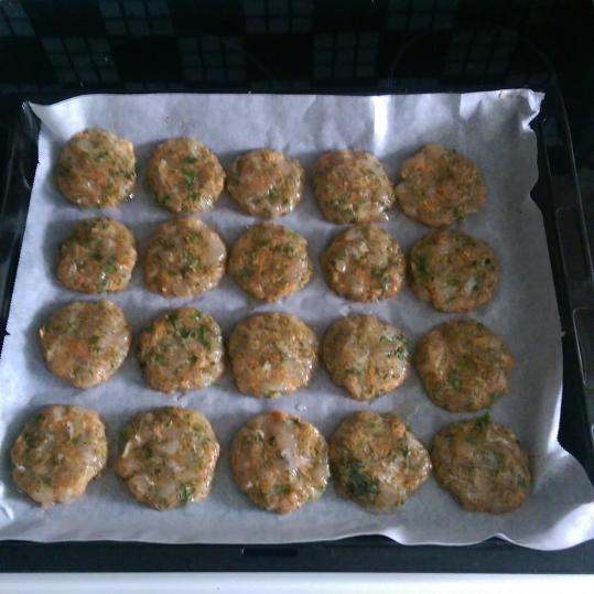 Pifteluţe din piept de pui la cuptor
