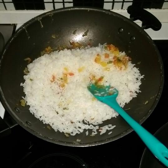 Orez curry cu legume şi piept de pui
