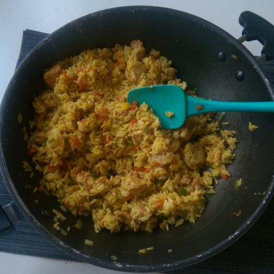 Orez curry cu legume si piept de pui.