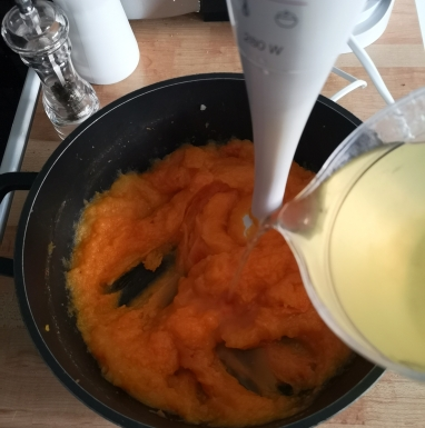 Supă cremă de dovleac plăcintar
