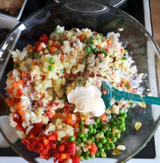 Salată de boeuf (fără carne)
