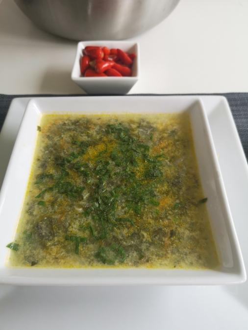 Ciorbă de urzici dreasă cu ou și iaurt