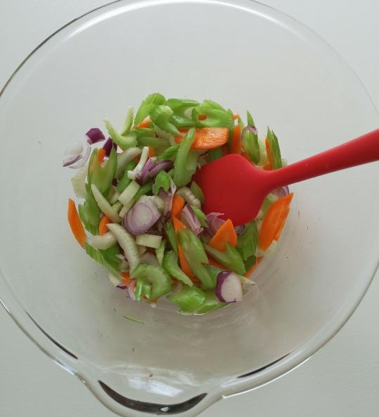 Salată de creveți și scoici