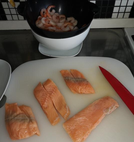 Frigărui de creveți și somon la cuptor