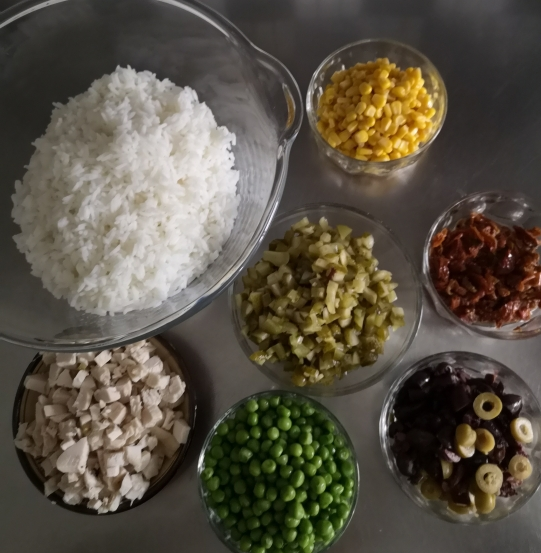 Salată de orez cu piept de pui